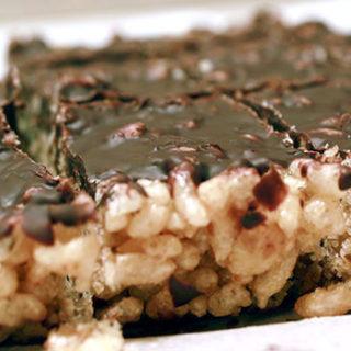 chocolate-rice-krispie-treats-close-up-1-320x320