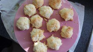 coconut-macaroons-top-6994373