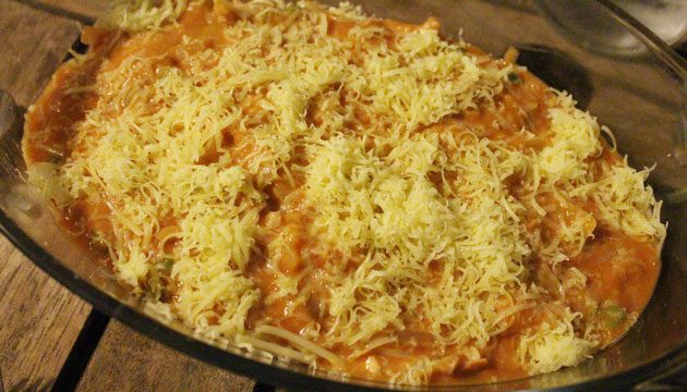 spaghetti-with-tuna-in-dish-3613544