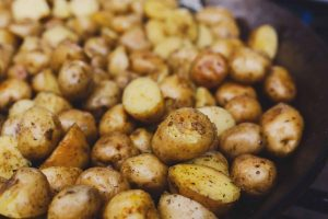 roasted-potatoes-cooked-in-metal-cauldron-pot-1024x683-2932197