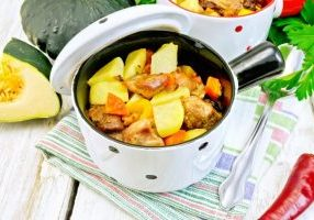 roast-meat-and-vegetables-in-white-pots-on-towel-p6mpvb9_tiny-1024x683-7169962